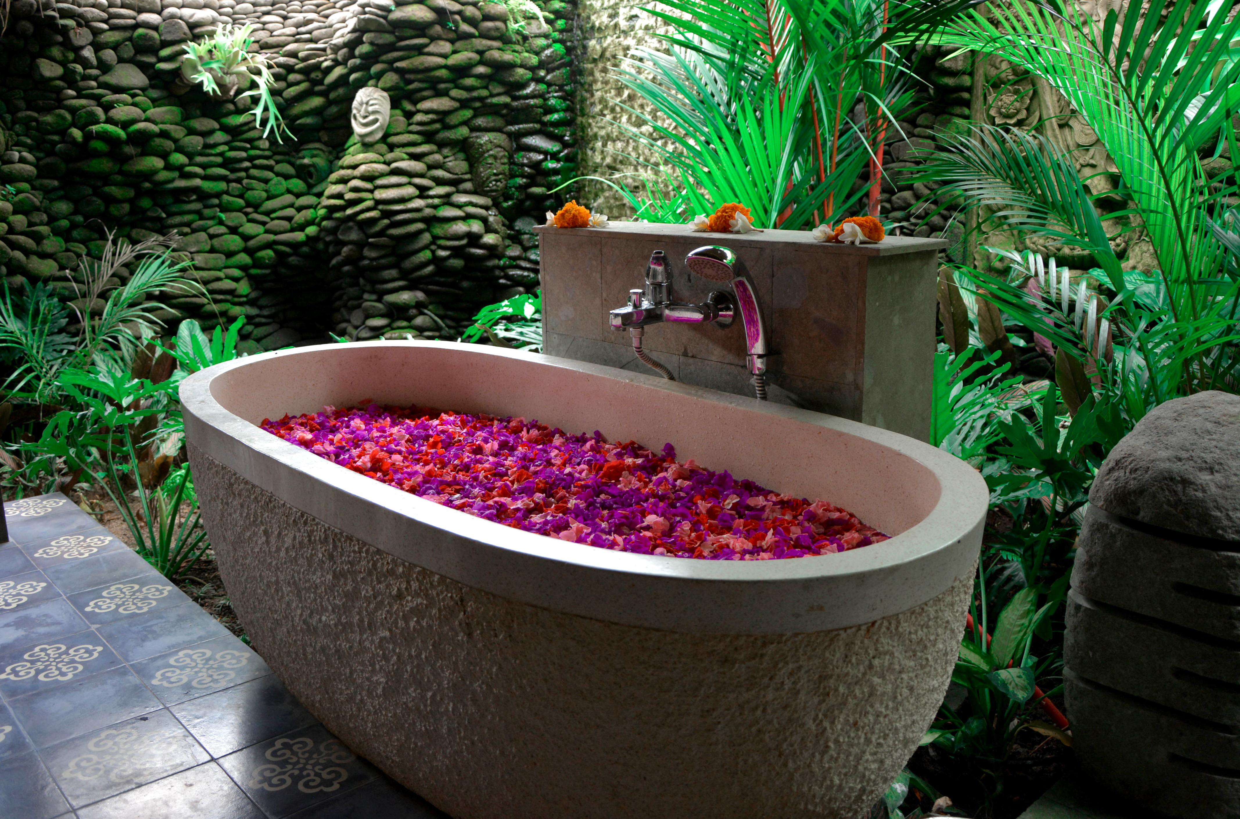 karsa spa massage and flower bath