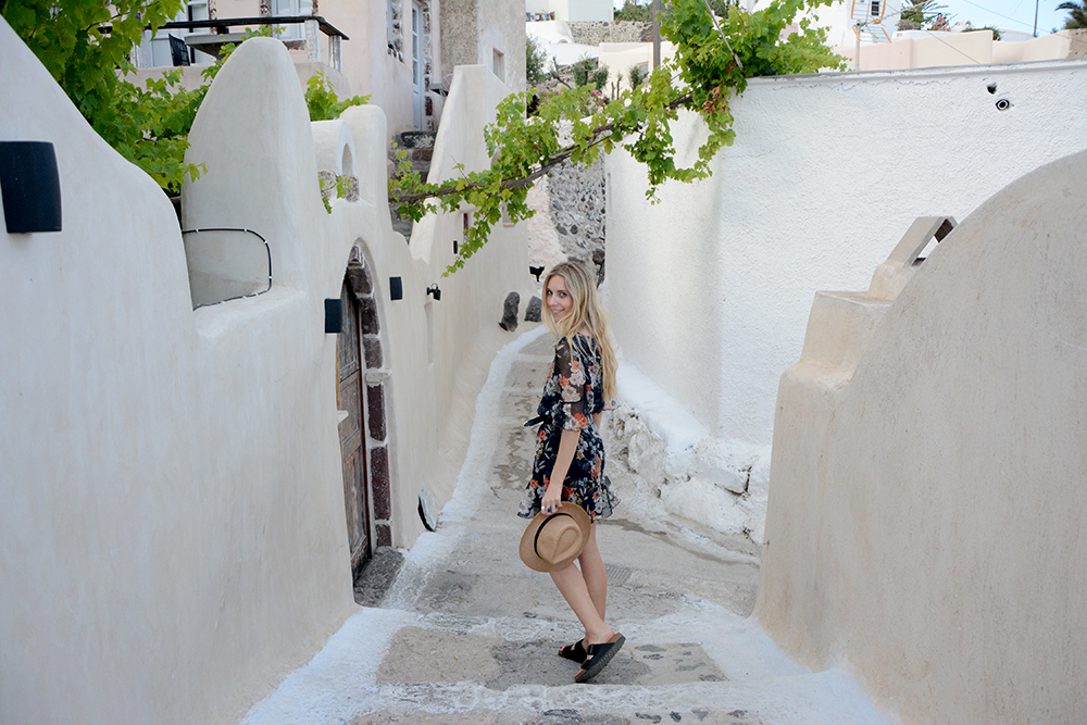 get lost in Oia