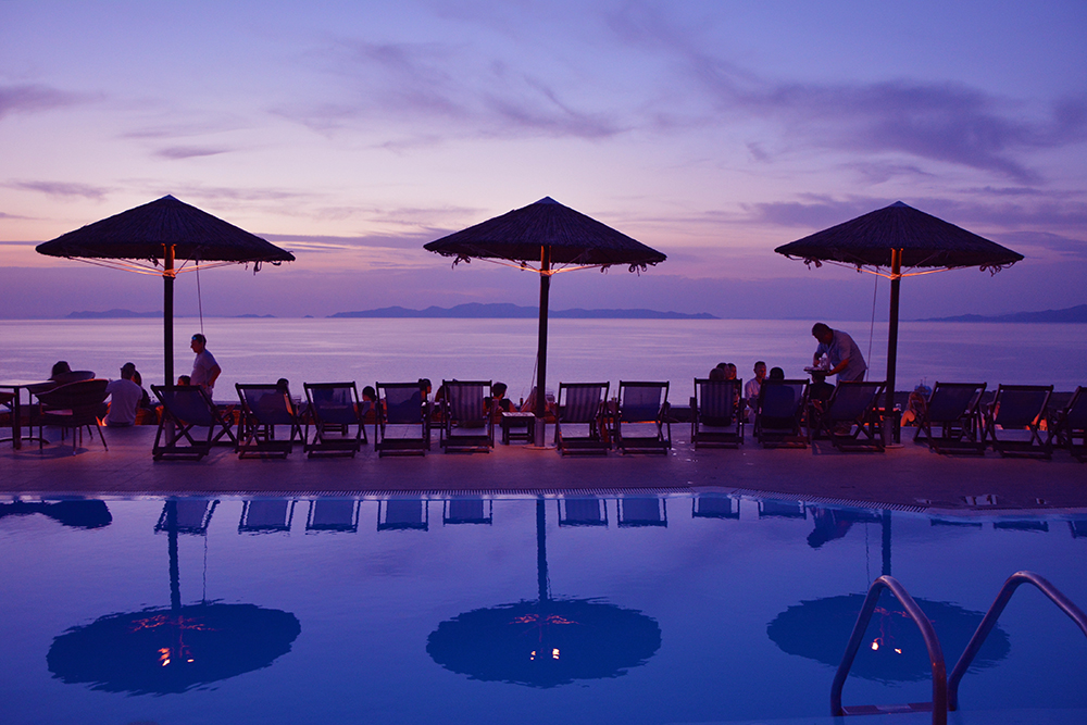 Lioyerma Lounge Cafe Pool Bar Oia sunset
