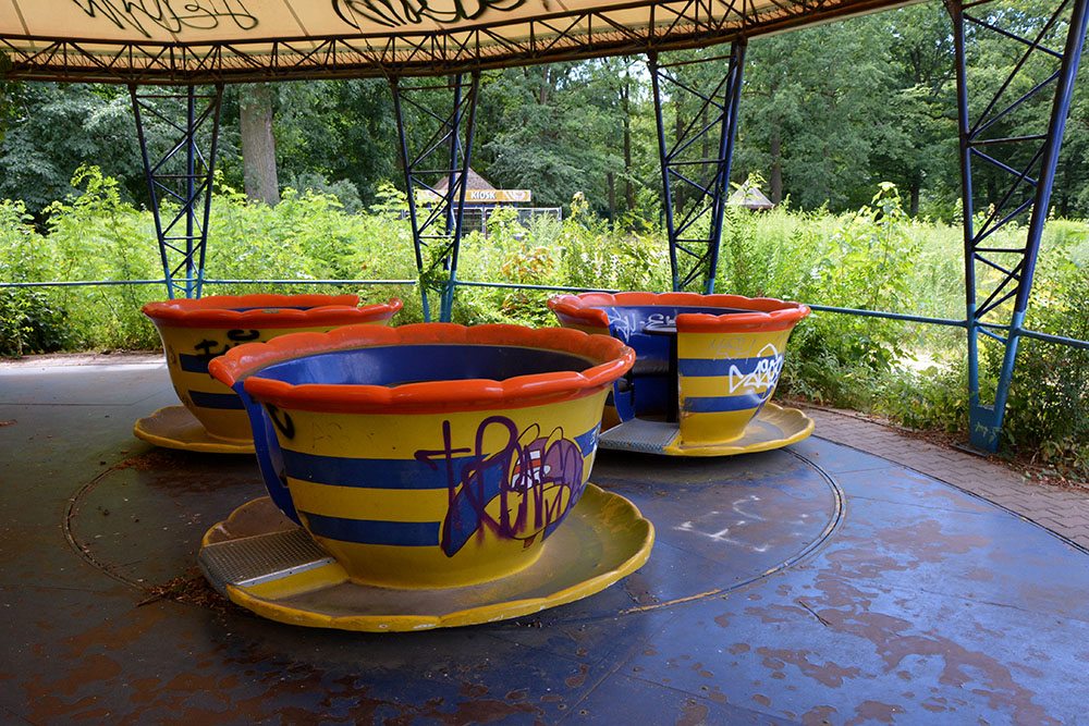 abandoned place teacups