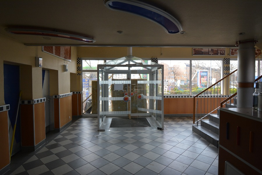 entrance to the abandoned burger king